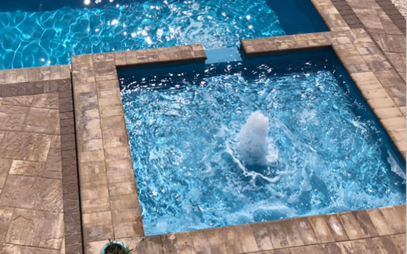 Alaglas Pools Guppy fiberglass tanning ledge in quartz