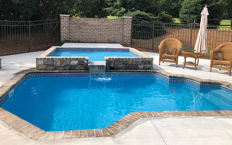 Alaglas Pools' Oasis model, medium size fiberglass pool in Quartz