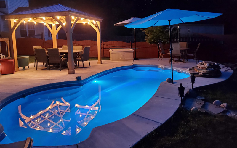 Alaglas Pools' Malibu, a medium, freeform fiberglass pool in quartz